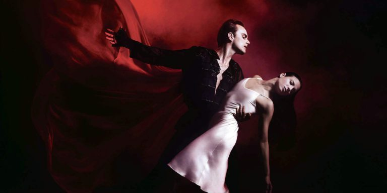 It's love at first bite as Queensland Ballet premieres Dracula for Queensland audiences